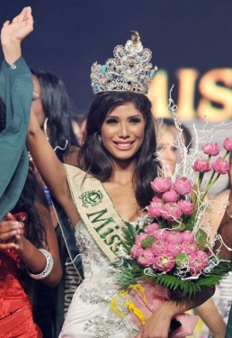 Miss-India-Nicole-Faria-crowned-Miss-Earth-2010