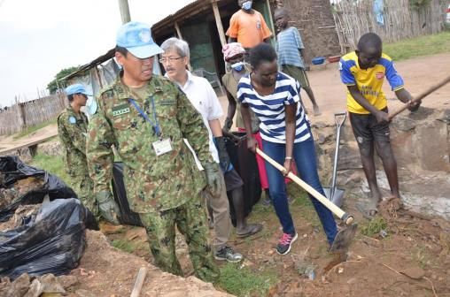 Atong Demach with Japanese contingent forces, leading the 'clean Juba' campaign at the Juba - Nabari road,