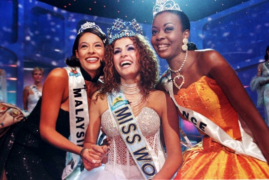 Miss Israel, Linor Abargil, smiles as she poses for photographers after winning the title of Miss World held in the Seychelle Islands November 26. Miss France Veronique Caloc (R) was first runner up and Miss Malaysia Pick Lim Lina Tech (L)  was second runner up.