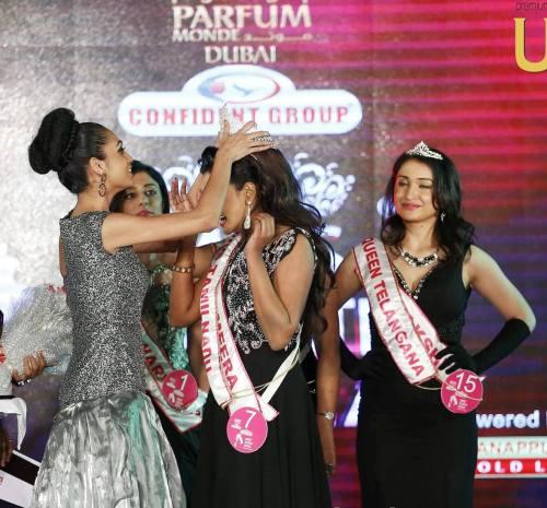 Miss South India 2015, Aileena Catharin crowning the new winner - Meera Mitun