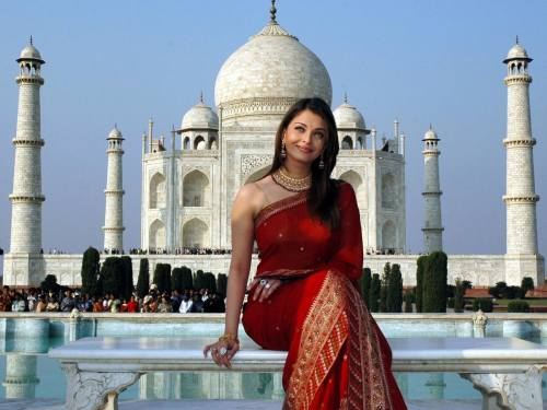 Aishwarya-Rai-at-the-Taj-Mahal-india-10792571-1600-1200
