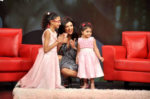 Sen with her daughters Renee and Alishah at Raveena Tandon's show Isi Ka Naam Zindagi.