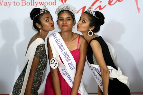 L-R: 1st Runner-up Shibra Tupke, Miss Global India Manasi Chindam and 2nd Runner up Prerna
