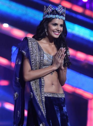 sonam-kapoor-at-femina-miss-india-2012-pics024