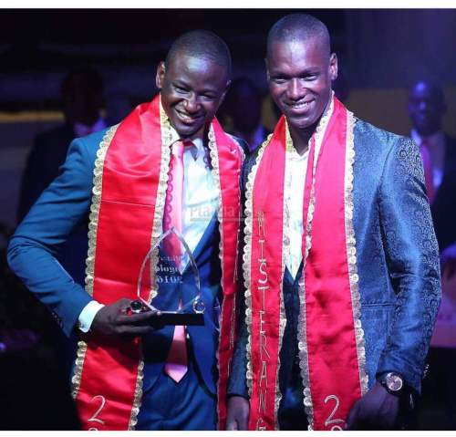 Maurice Eusebio receiving the title of Mister Angola 2016 from  Antonio Chimbanda Mister Angola 2015.