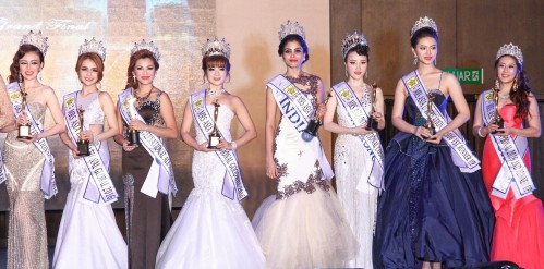 Mrs. Asia International 2016 - Seema Subedi with her runners-up.
