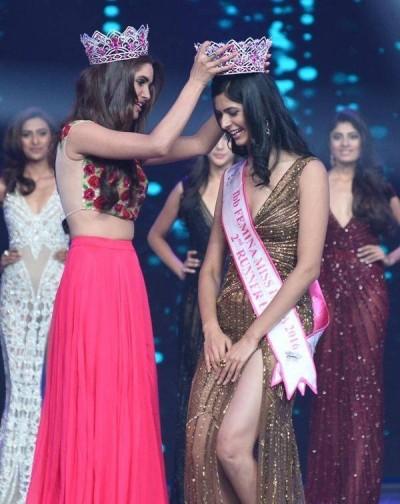 Miss Grand International 2nd Runner-up Vartika Singh crowning Pankhuri Gidwani as 2nd Runner-up at Miss India 2016 contest.