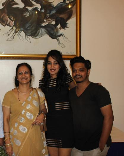 Namitha Aradhya(center) : Miss India Elegant south runner up