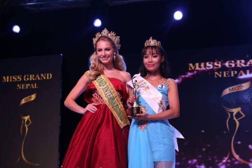 Miss Grand 2015, Claire Parker with Zeenus Lama, Miss Grand Nepal 2016
