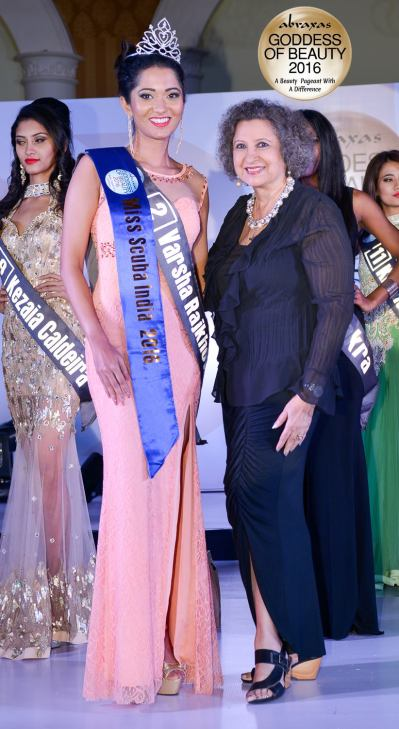 Miss Scuba India 2016 - Varsha Rajkhowa - crowned by Meher Castelino (Miss India 1964)