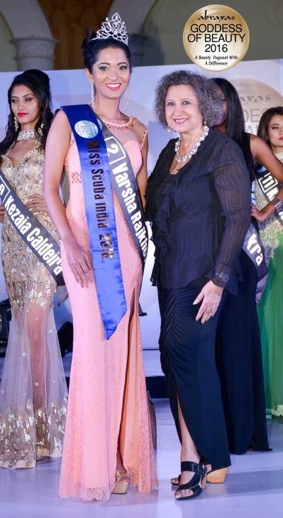 Miss Scuba India 2016 - Varsha Rajkhowa - crowned by Meher Castelino (Miss India 1964)