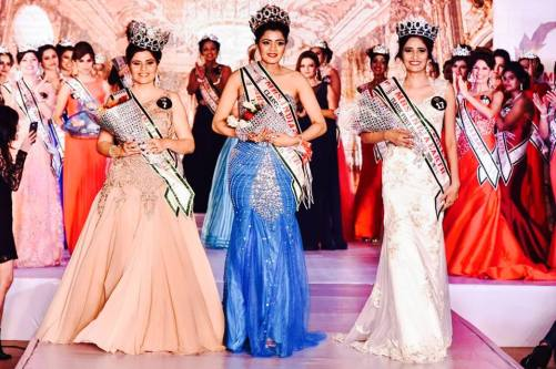 Left - Right: Daisy Rajpal (2nd ru), Jayashree Mahesh (Classis Mrs Earth India 2016) and Neepa Singh(1st ru)