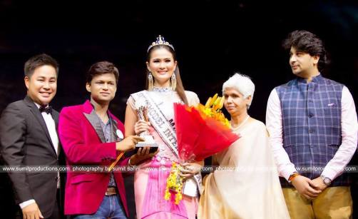 Josephine Tan being awarded by Sandeep Kumar and Pradit Pardinunt.