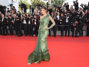 iris-mittenaere-at-the-beguiled-premiere-at-70th-annual-cannes-film-festival-05-24-2017_9